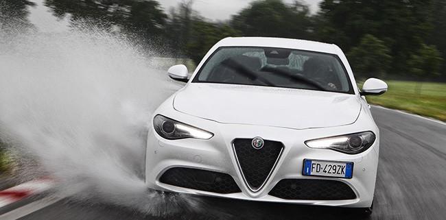 Alfa-Romeo_Giulia-sustrada