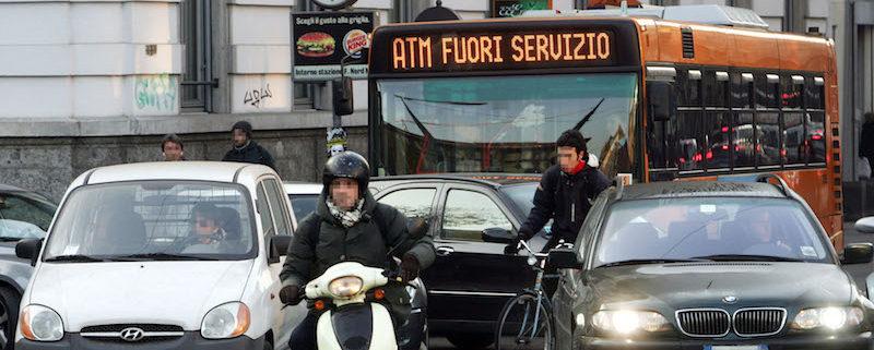 01/12/2006 Milano Sciopero Trasporto Pubblico L'incrocio trafficato di P.za Cadorna pochi minuti dopo l'inizio dello sciopero del trasporto pubblico per il rinnovo del contratto Matteo Bazzi Ansa