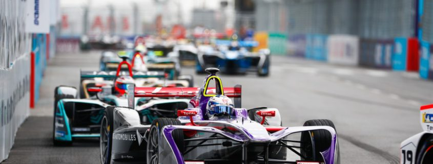 Sam Bird (GBR), DS Virgin Racing, DS Virgin DSV-03, leads Mitch Evans (NZL), Panasonic Jaguar Racing, Jaguar I-Type II.