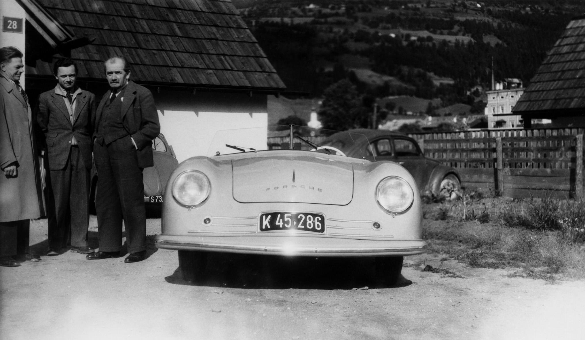 PorscheNumero1-Ferdinand-e-Ferry-Porsche-8-giugno-1948