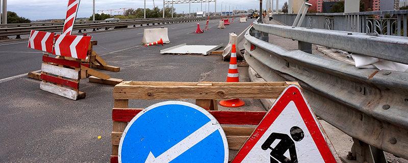warning road repairs road signs, the repair of the roads